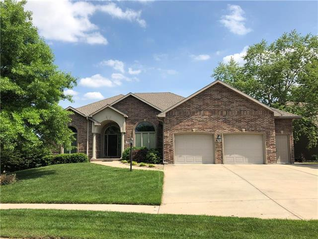 996 Pebblebeach Drive, Lansing, KS 66043 (#2106527) :: Edie Waters Network