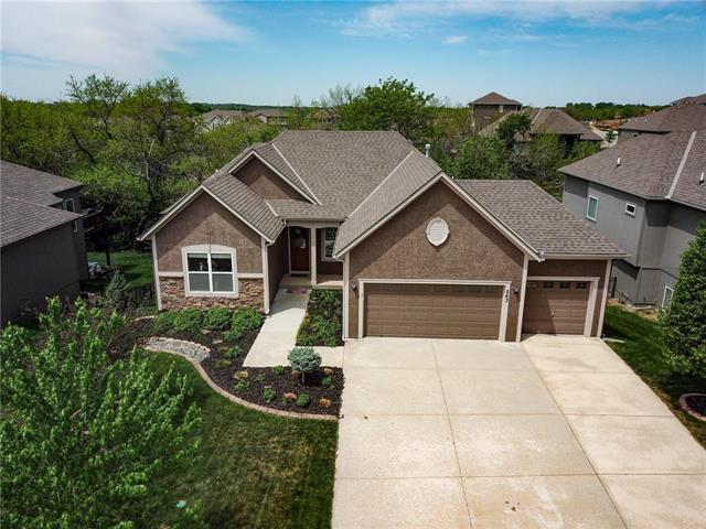 263 S Canyon Drive, Olathe, KS 66061 (#2106530) :: Char MacCallum Real Estate Group
