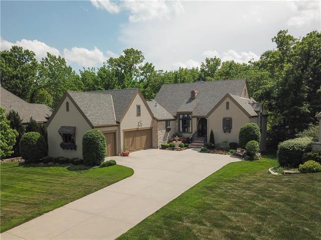 15228 Linden Street, Leawood, KS 66224 (#2106769) :: Char MacCallum Real Estate Group