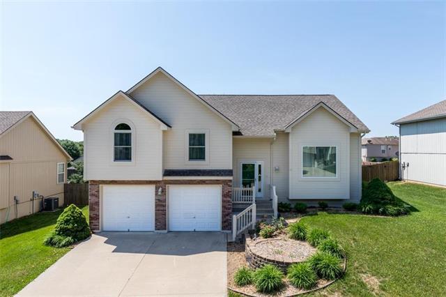 1800 SE Kenwood Drive, Blue Springs, MO 64014 (#2106803) :: Kansas City Homes