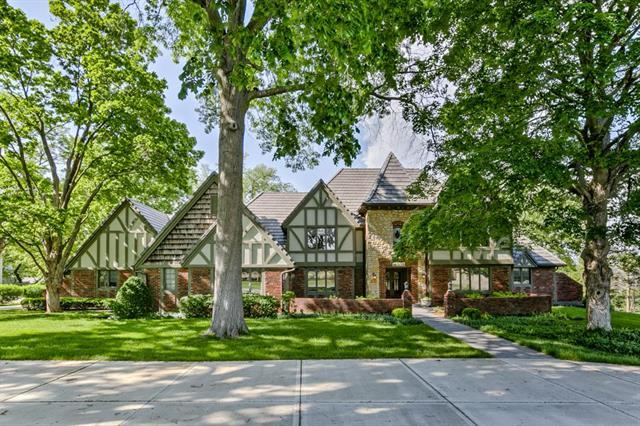 4918 W 87th Street, Prairie Village, KS 66207 (#2106903) :: The Shannon Lyon Group - ReeceNichols