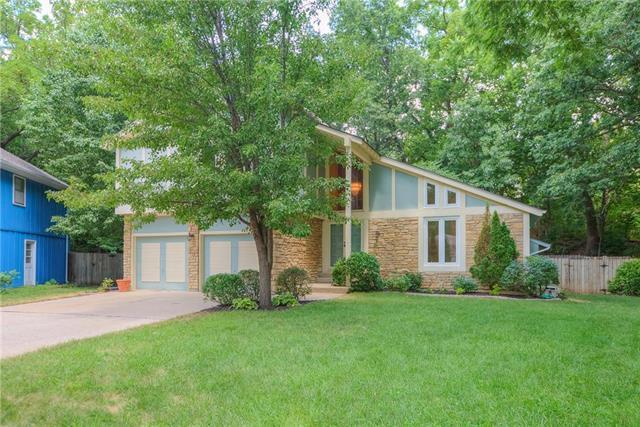 3700 NE Wild Plum Lane, Gladstone, MO 64119 (#2107035) :: Kansas City Homes