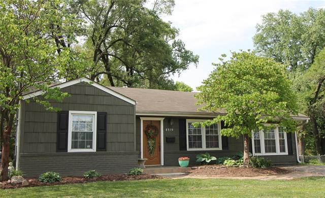 8519 W 56th Terrace, Merriam, KS 66202 (#2107128) :: Team Real Estate