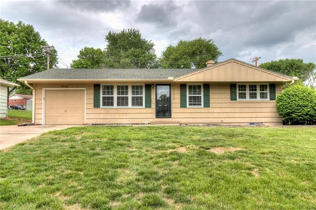 13620 E 41st Street, Independence, MO 64055 (#2107338) :: Kansas City Homes