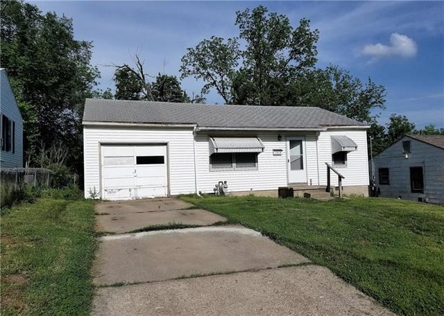 1415 N 45th Terrace, Kansas City, KS 66104 (#2107384) :: Edie Waters Network