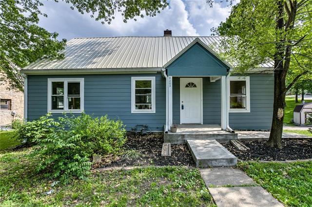 5303 NE 49th Street, Kansas City, MO 64119 (#2107500) :: Char MacCallum Real Estate Group