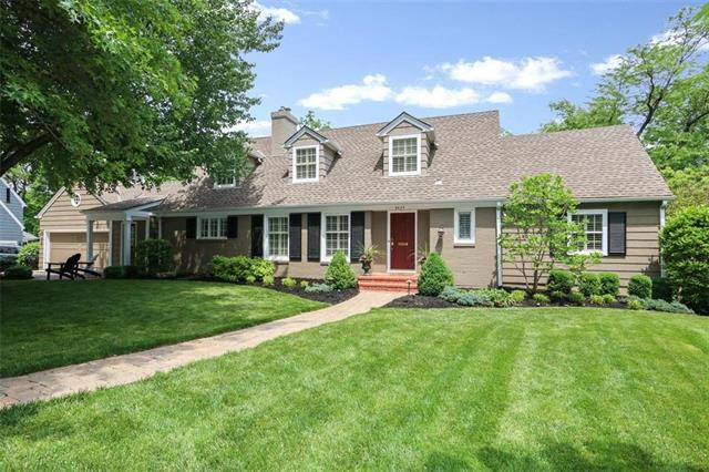 6429 Overbrook Road, Mission Hills, KS 66208 (#2107547) :: The Shannon Lyon Group - ReeceNichols