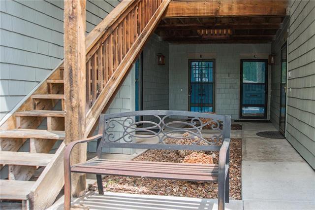12013 W 58th Place B, Shawnee, KS 66216 (#2107553) :: Char MacCallum Real Estate Group