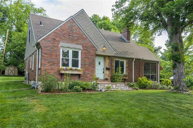 8312 W 60th Street, Merriam, KS 66202 (#2107641) :: Team Real Estate