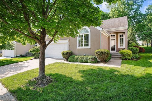 627 W 131st Terrace, Kansas City, MO 64145 (#2107680) :: Char MacCallum Real Estate Group