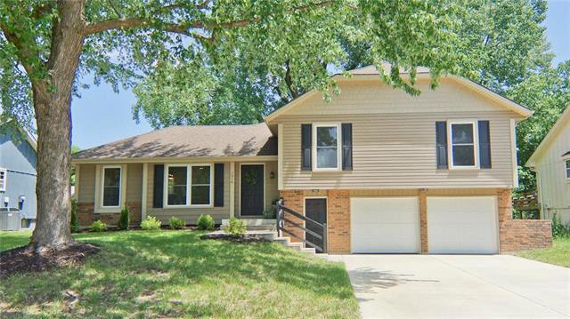1014 SE 6TH Street, Lee's Summit, MO 64063 (#2107701) :: Team Real Estate