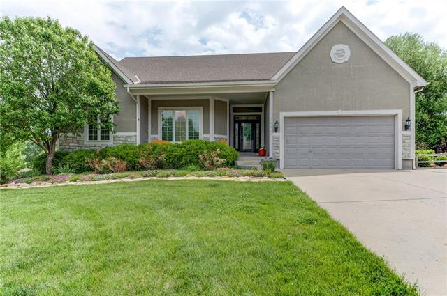 7103 Woodland Drive, Shawnee, KS 66218 (#2107745) :: The Shannon Lyon Group - ReeceNichols
