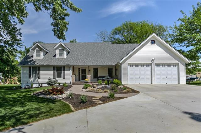 8217 NW Eastside Drive, Weatherby Lake, MO 64152 (#2107842) :: The Gunselman Team