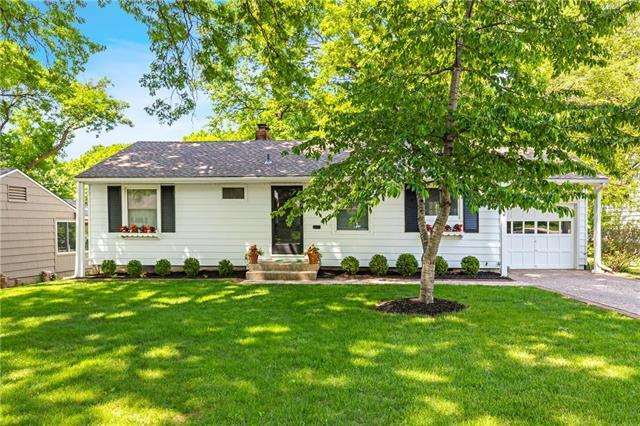 4802 W 78th Terrace, Prairie Village, KS 66208 (#2107849) :: The Shannon Lyon Group - ReeceNichols