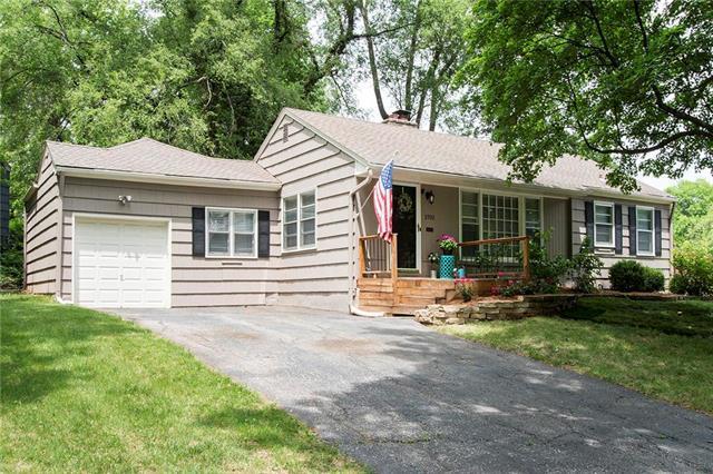 2702 W 73 Terrace, Prairie Village, KS 66208 (#2107928) :: The Shannon Lyon Group - ReeceNichols