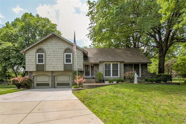 10521 Sagamore Road, Leawood, KS 66206 (#2107982) :: Team Real Estate