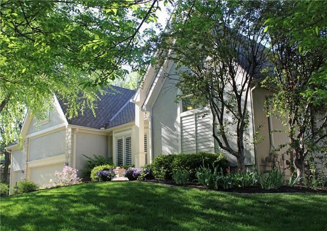 9507 Pine Street, Lenexa, KS 66220 (#2107989) :: Team Real Estate