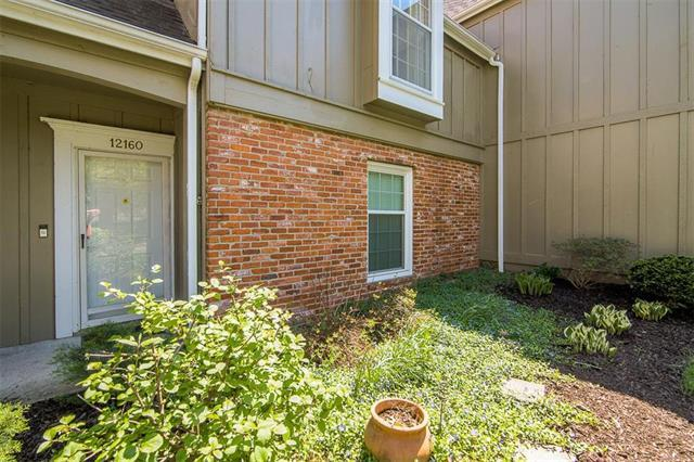 12160 Hayes Street, Overland Park, KS 66213 (#2108101) :: Team Real Estate
