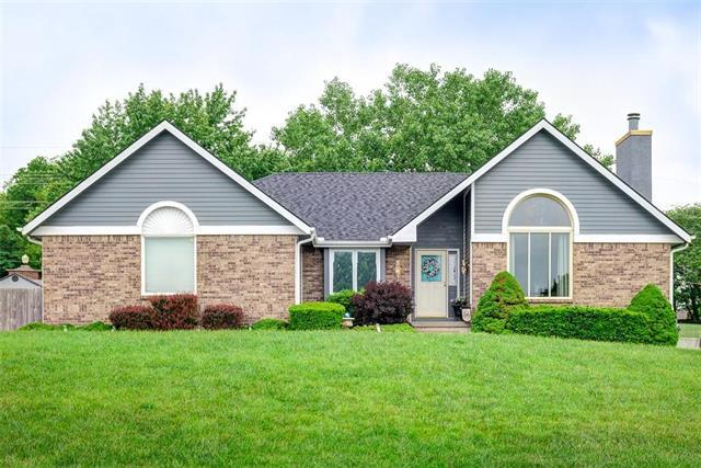 7500 NW 85th Terrace, Kansas City, MO 64153 (#2108143) :: Edie Waters Network