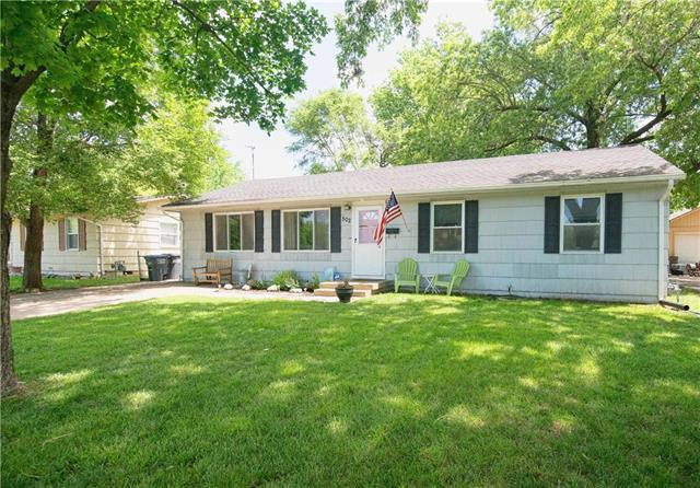502 Benton Street, Pleasant Hill, MO 64080 (#2108185) :: Edie Waters Network