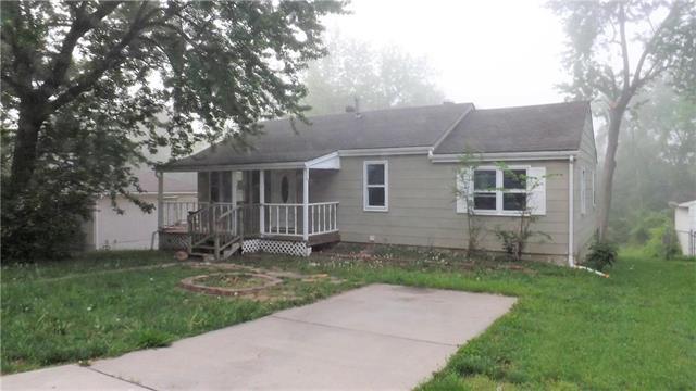 5705 NE 49th Street, Kansas City, MO 64119 (#2108195) :: Char MacCallum Real Estate Group