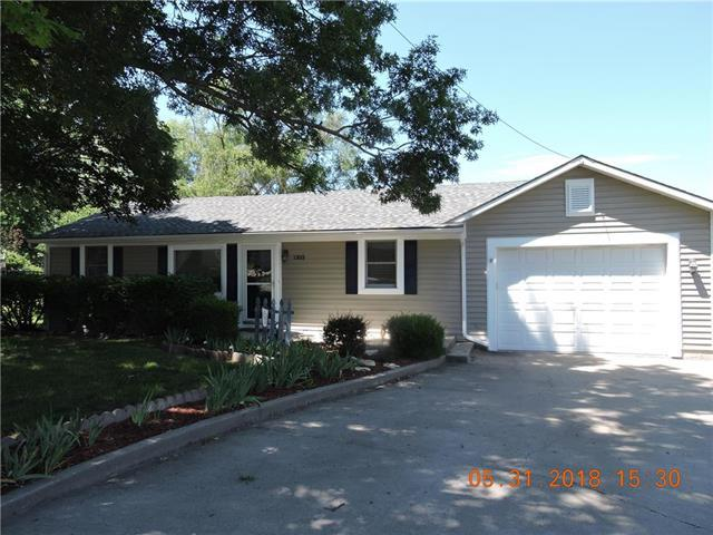 1303 Country Club Drive, Pleasant Hill, MO 64080 (#2108216) :: The Shannon Lyon Group - ReeceNichols
