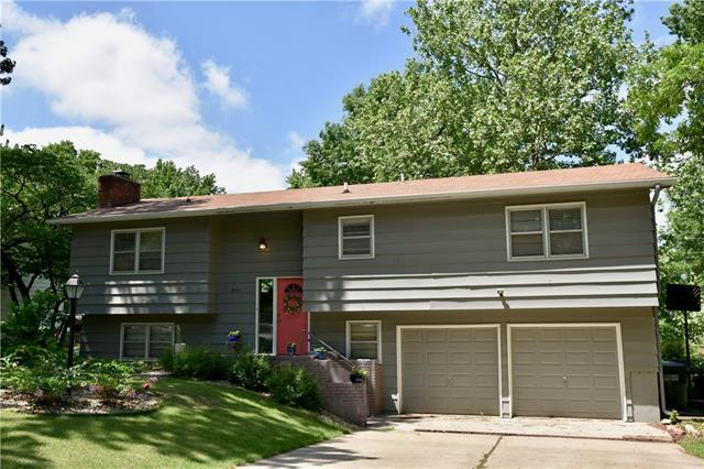 2924 Chisholm Drive, Lawrence, KS 66047 (#2108218) :: The Shannon Lyon Group - ReeceNichols