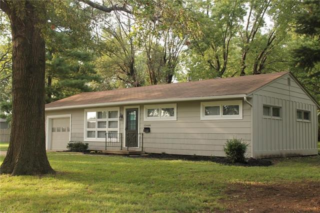 13408 W 95TH Terrace, Lenexa, KS 66215 (#2108220) :: Team Real Estate