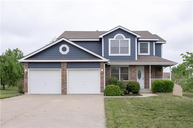 2131 Rock Creek Drive, Tonganoxie, KS 66086 (#2108344) :: The Gunselman Team
