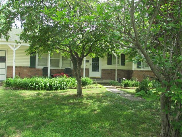 709 W Clay Street, Harrisonville, MO 64701 (#2108373) :: Edie Waters Network