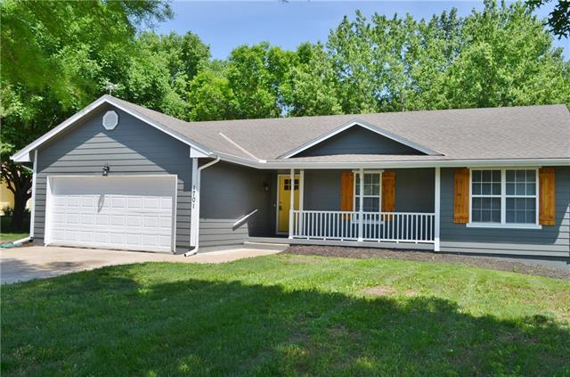 1701 N Jones Court, Independence, MO 64056 (#2108408) :: Team Real Estate
