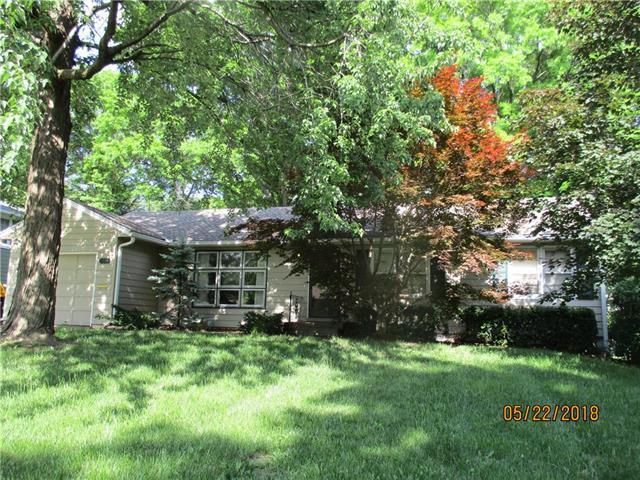 6937 Russell Street, Overland Park, KS 66204 (#2108415) :: Team Real Estate