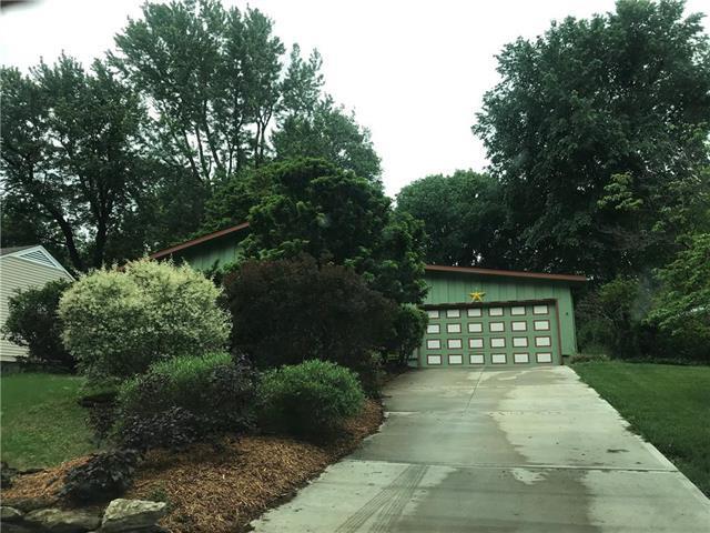 5211 W 77th Terrace, Prairie Village, KS 66208 (#2108436) :: The Shannon Lyon Group - ReeceNichols