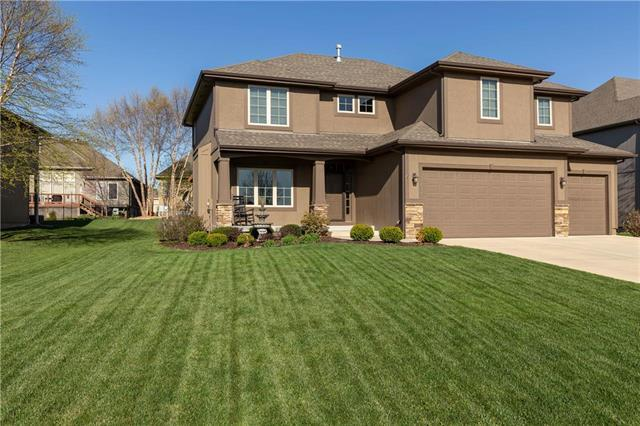 11438 S Lakecrest Drive, Olathe, KS 66061 (#2108440) :: Team Real Estate