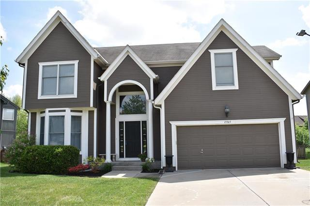 15565 W 154th Street, Olathe, KS 66062 (#2108442) :: Team Real Estate