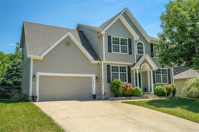 5513 NE Scenic Drive, Lee's Summit, MO 64064 (#2108458) :: Team Real Estate