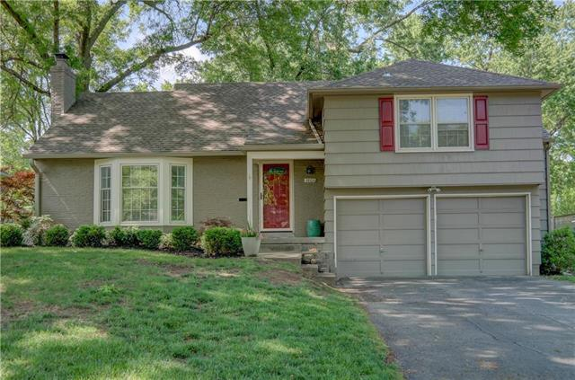 3806 W 52 Place, Roeland Park, KS 66205 (#2108460) :: The Shannon Lyon Group - ReeceNichols