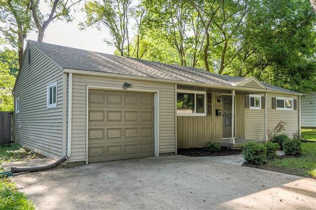 7737 Birch Street, Prairie Village, KS 66208 (#2108464) :: The Shannon Lyon Group - ReeceNichols