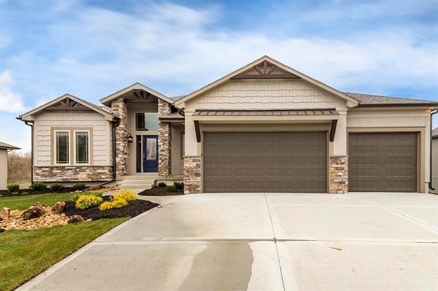 2918 SW Arthur Drive, Lee's Summit, MO 64082 (#2108578) :: Team Real Estate