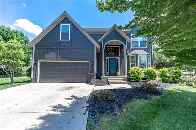 15315 S Blackfeather Street, Olathe, KS 66062 (#2108603) :: Edie Waters Network