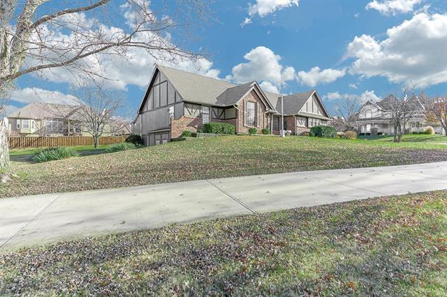15365 Antioch Road, Overland Park, KS 66223 (#2108649) :: The Shannon Lyon Group - ReeceNichols
