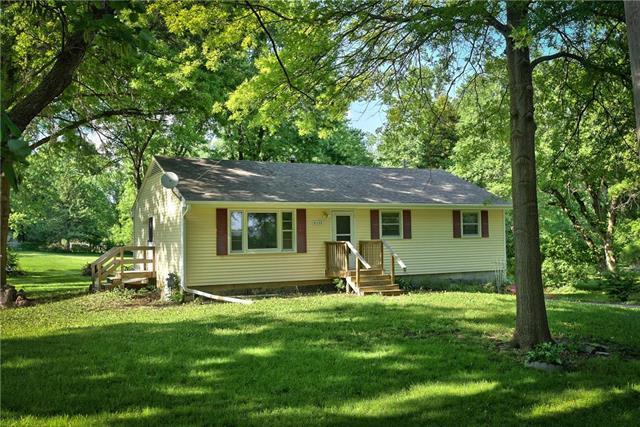 8508 E 117TH Street, Kansas City, MO 64134 (#2109040) :: Char MacCallum Real Estate Group