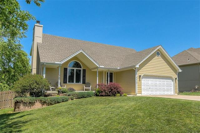 4512 NE Kingston Drive, Lee's Summit, MO 64064 (#2109079) :: Kansas City Homes