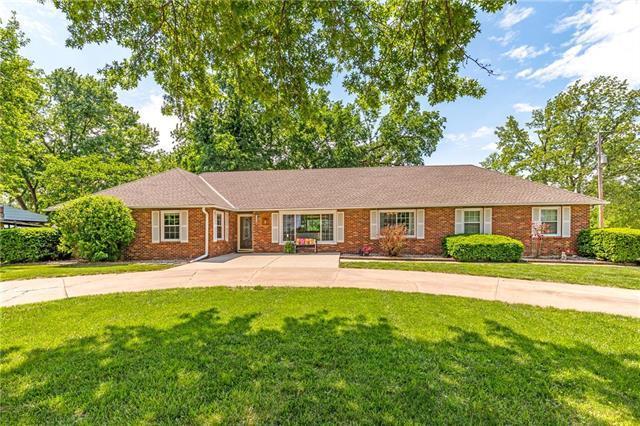 7042 Monticello Road, Shawnee, KS 66226 (#2109102) :: Edie Waters Network