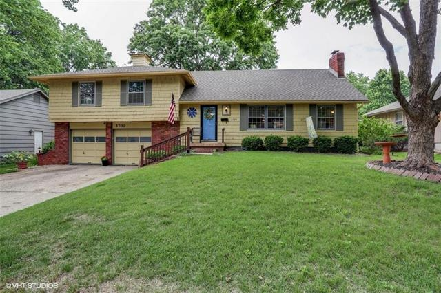 5700 W 98th Terrace, Overland Park, KS 66207 (#2109130) :: Kansas City Homes