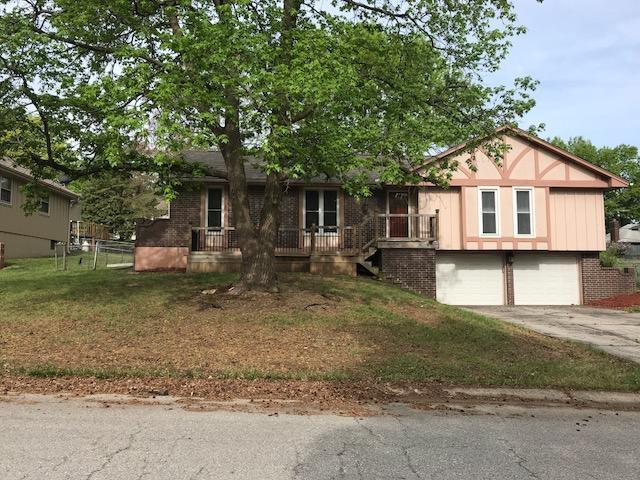 1013 SW 16th Street, Blue Springs, MO 64015 (#2109159) :: Kansas City Homes