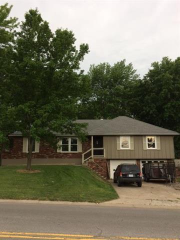 1305 SW 19th Street, Blue Springs, MO 64015 (#2109182) :: Kansas City Homes
