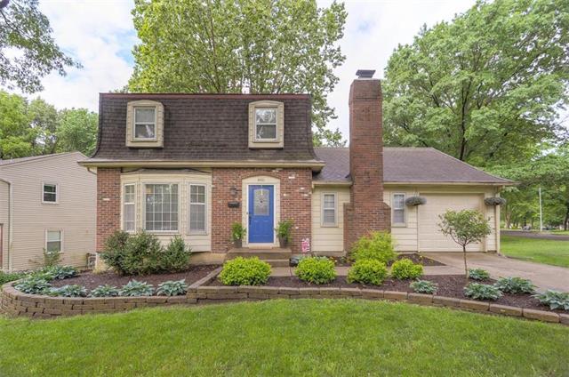 8821 W 98TH Terrace, Overland Park, KS 66212 (#2109188) :: Kansas City Homes