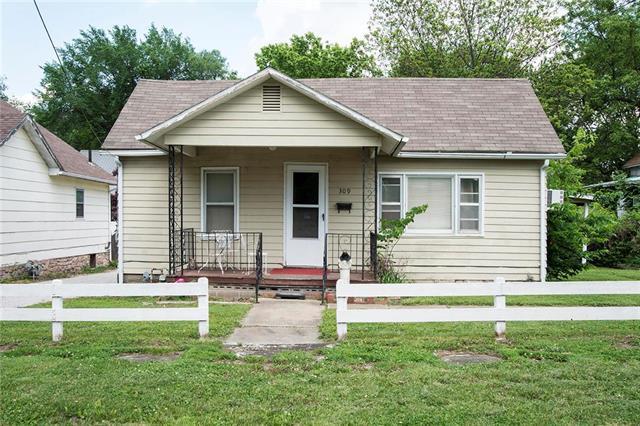 309 5th Street, Osawatomie, KS 66064 (#2109214) :: Kansas City Homes