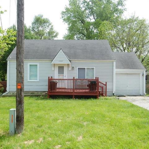 11207 E 25th Street, Independence, MO 64052 (#2109239) :: Edie Waters Network